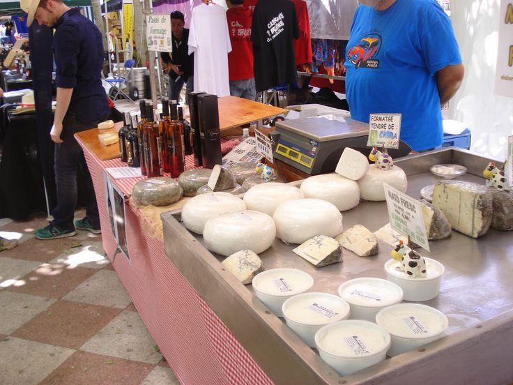 4a Fira de la ratafia i mercat de productes de la terra de Centelles (Barcelona). 01 i 02 de juny de 2013. Formatges del Molí de la Llavina i Ratafia Sorel