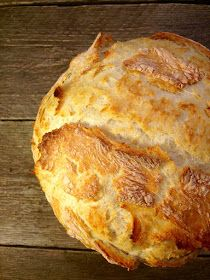 """Ето, това е хляб, за който спокойно можете да кажете: """"Това го може всяко хлапе"""". Тук формулата е проста - бъркаш, чакаш, печеш и ядеш. ..."""