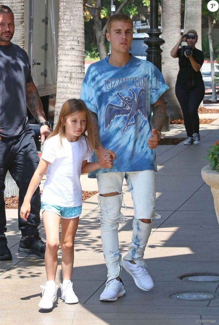 Justin Bieber fait du shopping avec sa petite soeur Jazmyn et lui achète une poupée chez American Girls à Los Angeles, le 2 septembre 2016