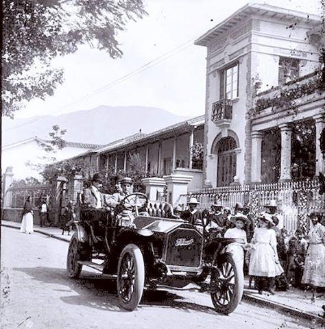 Automobil avenida la playa, años 20