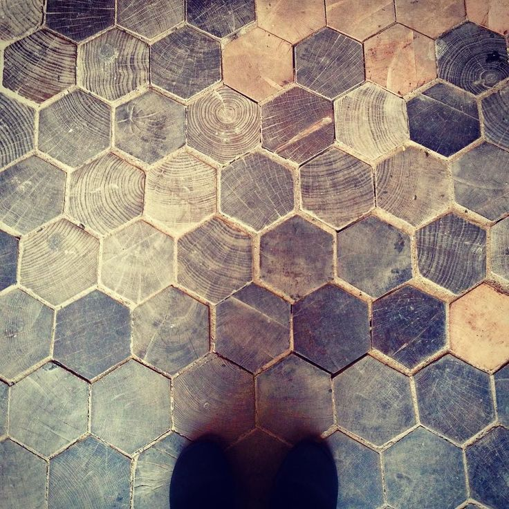 Hexagon wood brick floor タイルみたいな木レンガ(木タイル) #woodbricks #vintagefloor #hexagonfloor #hexagontile #tiles #tileaddiction #木レンガ #タイル #床 #afteranthology by afteranthology
