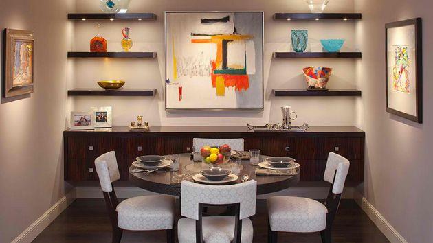 Disponi le mensole in verticale per sfruttare meglio lo spazio nelle case piccole
