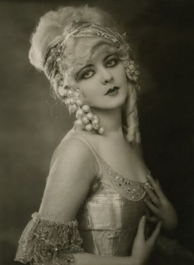 Alice Terry 1923Alice Terry, Vintage Photos, Flappers Girls, Ziegfeld Folly, 1920S, Folly Girls, Ziegfeld Girls, Beautiful Quotes, Marion Benda
