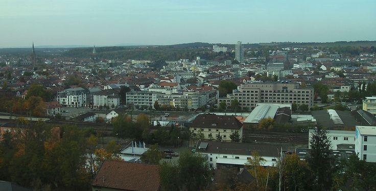 Kaiserslautern (Rheinland-Pfalz): Kaiserslautern ist eine Industrie- und Universitätsstadt am nordwestlichen Rand des Pfälzerwaldes im Süden des Landes Rheinland-Pfalz.  Sie hat den Status einer kreisfreien Stadt und ist gleichzeitig Sitz der Kreisverwaltung des Landkreises Kaiserslautern und der Verbandsgemeinde Kaiserslautern-Süd.