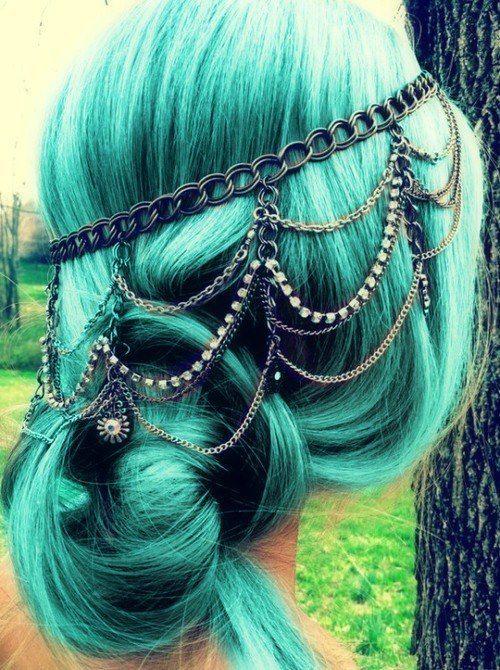 Aquamarine hair color with headdress  #beauty #aquamarine #turquoise #blue #green #chain #headdress #headband #jewelry #hair #hairstyle #dye