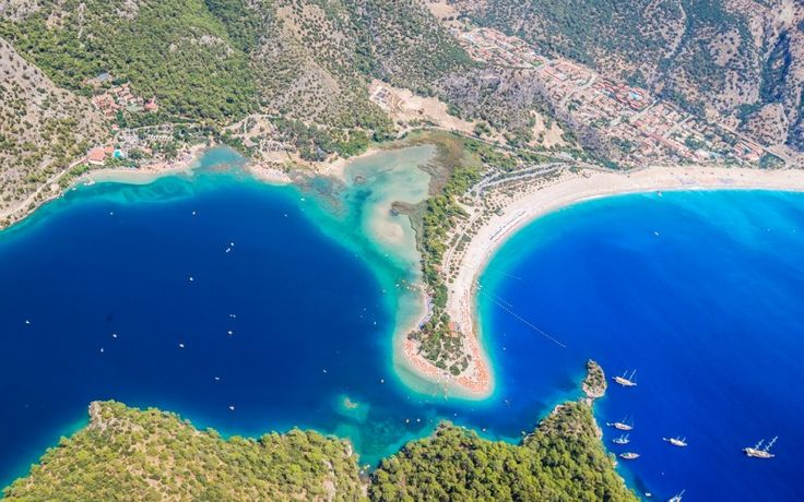 Blick auf die Küste von #Ölüdeniz und ihre Lagune #Türkei © shutterstock