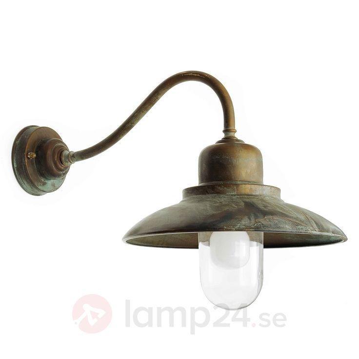 Motståndskraftig utomhusvägglampa Turino beställ säkert & bekvämt på Lamp24.se.