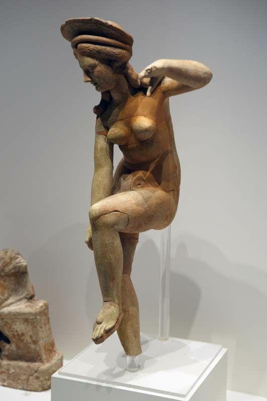 Терракотовые статуэткиИстория терракоты уходит в древние времена. Особое распространение она получила в Древнем Китае – знаменитая терракотовая армия династии Цинь. В Древней Греции изделия из терракоты тоже были популярны.
