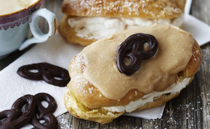 I Paris kan du købe éclairs i ethvert bageri. Eclair betyder lyn, og navnet hentyder muligvis til, at de små vandbakkelser med fyld kan spises med lynets hast i bare to mundfulde.