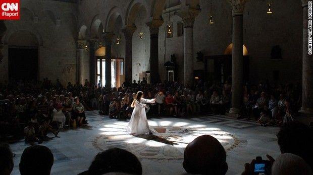 イタリアのバーリ。この教会では夏至の日だけ、天井から差し込む太陽光が床のモザイクにぴったりと合うという=VALERIA MORRONE氏提供 ▼21Jun2013CNN|夏至は男女の出会いの日? http://www.cnn.co.jp/photo/35033706.html #Midsummer #Summer_solstice #Solsticio_de_verano #Xiazhi #Geshi
