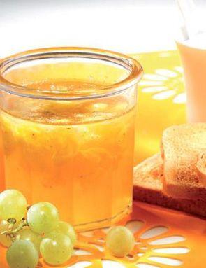 - 1kg de raisins de table blanc, rouge ou noir - 1 citron jaune - 600g de sucre cristallisé