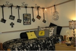 College Dorm Room Decorating Ideas, Dorm Decor Tips | DormDelicious: Wall Decor, Hanging Pictures, Decor Ideas, Dormroom, Rooms Ideas, Dorm Ideas, Dorm Rooms, Colleges Dorm, Pictures Frames