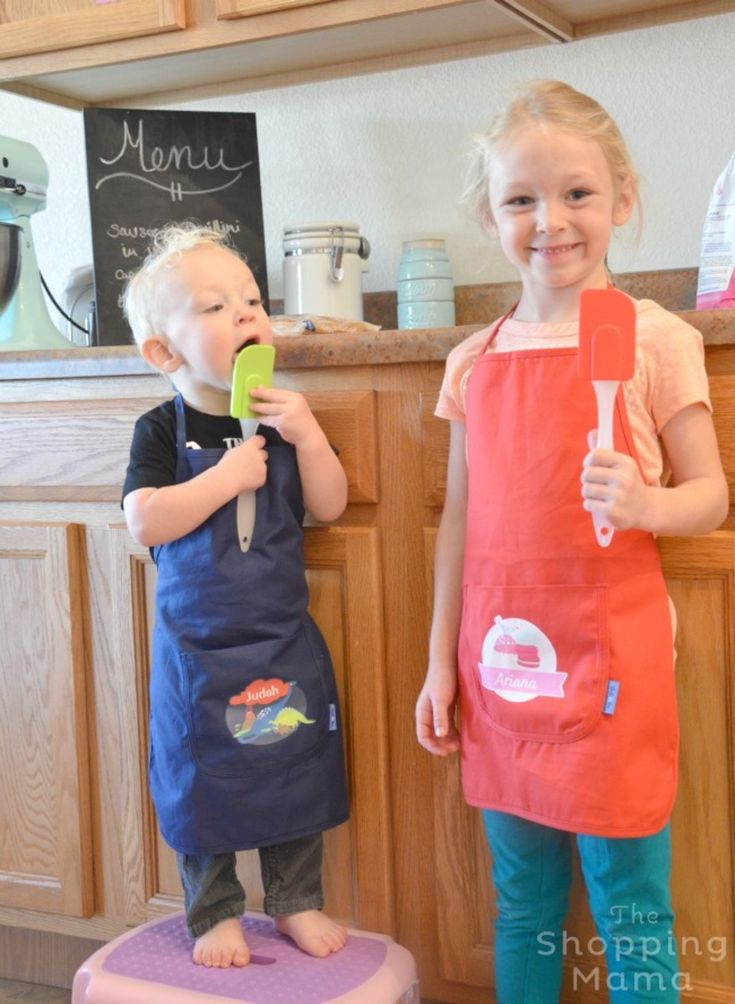 Kids in the Kitchen: Personalized Aprons from Stuck on You and Caramel Chocolate Chip Cookie Recipe