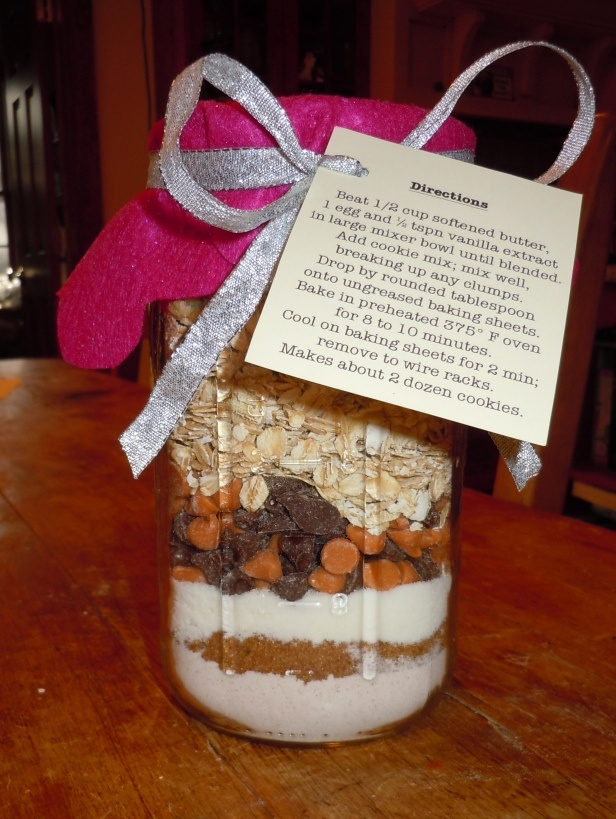 Easy cookie-in-a-jar gift, I have my jars already 84 cents at A.C.Moore. GO ME!