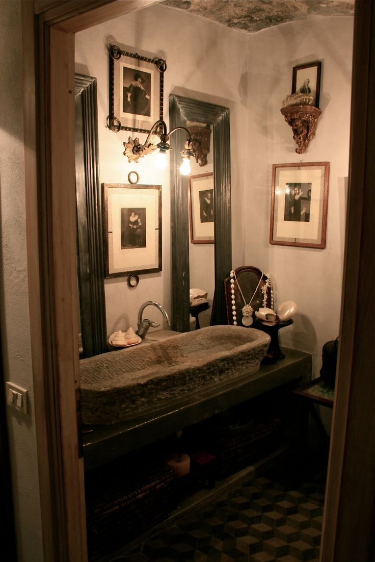 Bathroom in stone interior designer monicadamonte www.monicadamonte.com bagno
