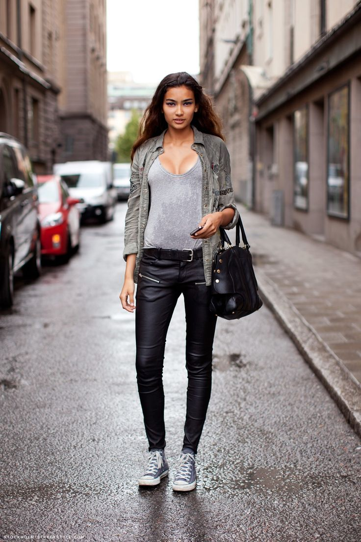 outfit converse alte nere uomo