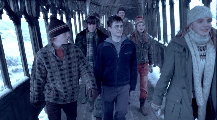 Jak teď vypadají herci z Harryho Pottera: http://www.koule.cz/cs/clanky/herci-z-harryho-pottera-opet-pohromade-neuverite-jak-vypadaji-61981.shtml