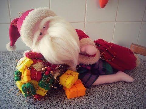 TUTORIAL: Santa en verano. Se puede vestir y desvestir. How to make a summer santa with fabric. - YouTube