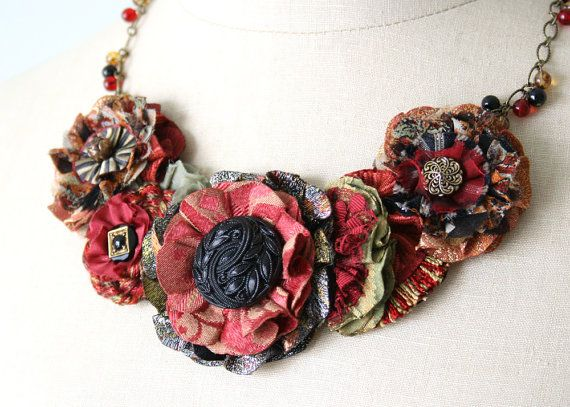 Red Statement Necklace Textile Necklace Floral door rosyposydesigns