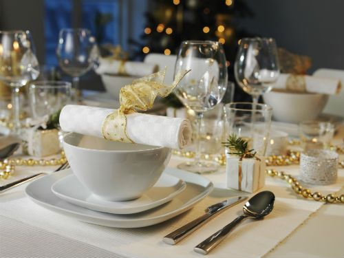 IKEA 365+ dinnerware with hints of gold help create a beautiful setting for your New Year's Eve dinner party.