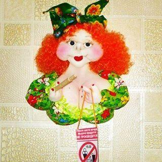 Магнит на холодильник. Высота 25 см, был сделан на заказ! Девочки, кто мечтает похудеть к пляжному сезону? Сделаю на заказ в любой цветовой гамме! #кукланазаказ #магнит #холодильник #еда #диета #девушка #лето #подарок#dolls