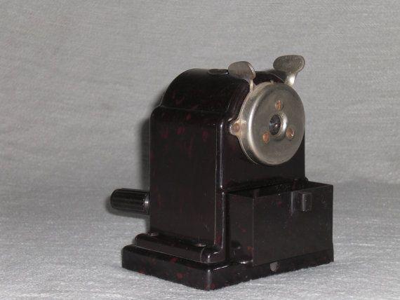 Bleistiftspitzer aus Bakelit Spitzmaschine von nostalgiehauscom