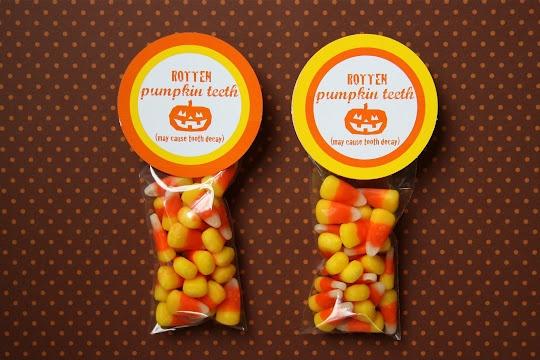 cute holiday treats: Printable, Treats Bags, Gifts Ideas, Cute Ideas, Candy Corn, Halloween Treats, Pumpkin Teeth, Halloween Gifts Bags, Rotten Pumpkin