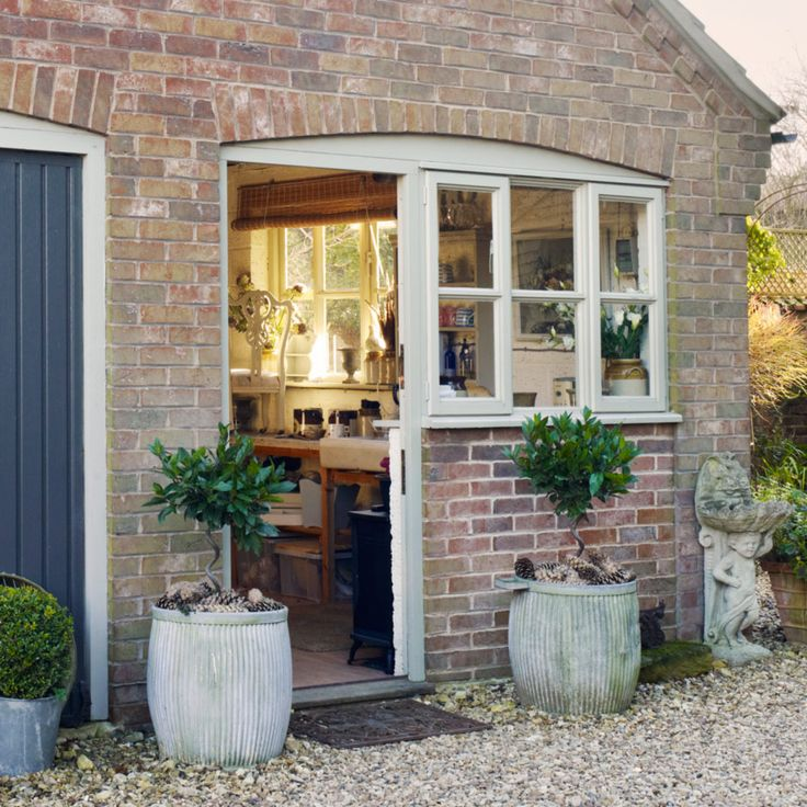 I like that the door is under the curve alongside the window, and I imagine it to be a Dutch door ~R