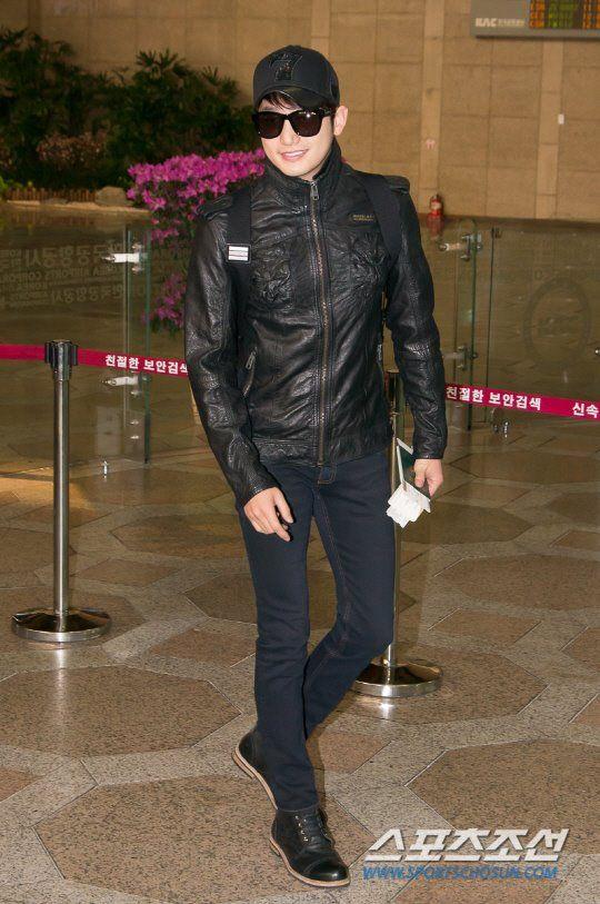 PSH at Seoul's Gimpo airport on his way to Xinjiang, China