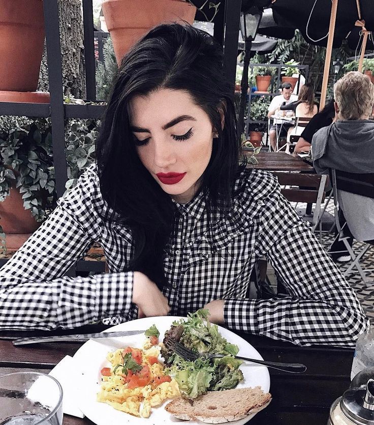 """6,370 curtidas, 58 comentários - Julia Levenstein (@julialevenstein) no Instagram: """"me while the whole country is covered in glitter"""""""
