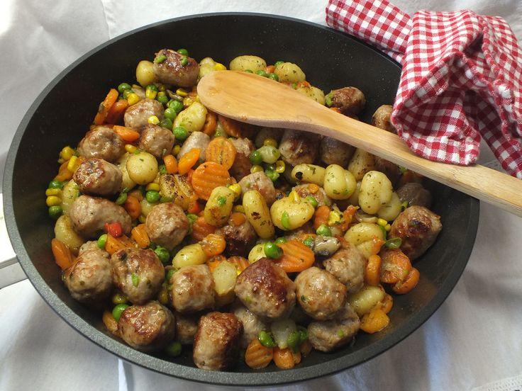 Gnocchi-Gemüse-Pfanne mit Mettbällchen, ein beliebtes Rezept aus der Kategorie Braten. Bewertungen: 222. Durchschnitt: Ø 4,3.