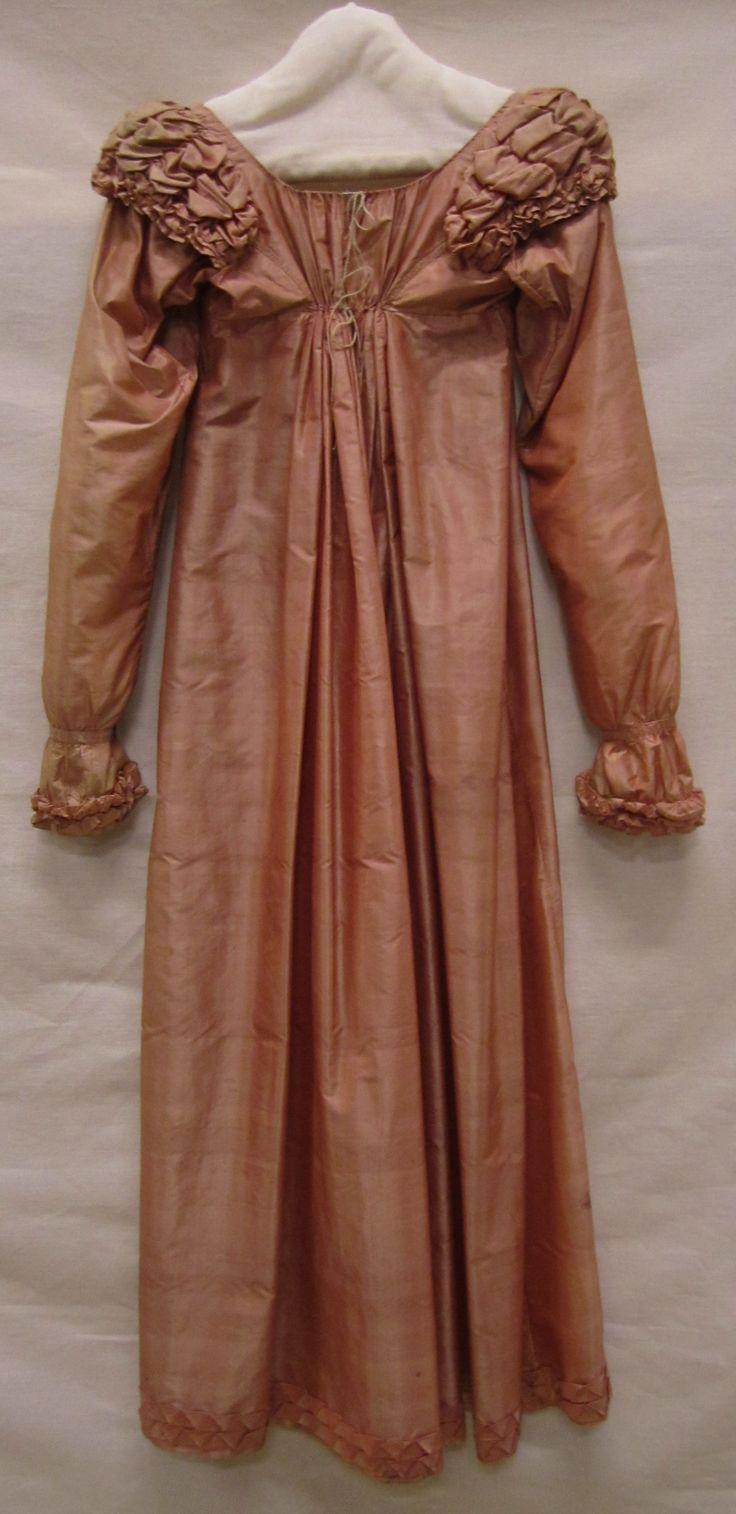 Japon | Dress, ca 1810-1815, tafzijde met gefronste stof schouders | taffeta with frowned shoulder fabric, Gemeentemuseum Den Haag #modemuze #janeausten #gemeentemuseum