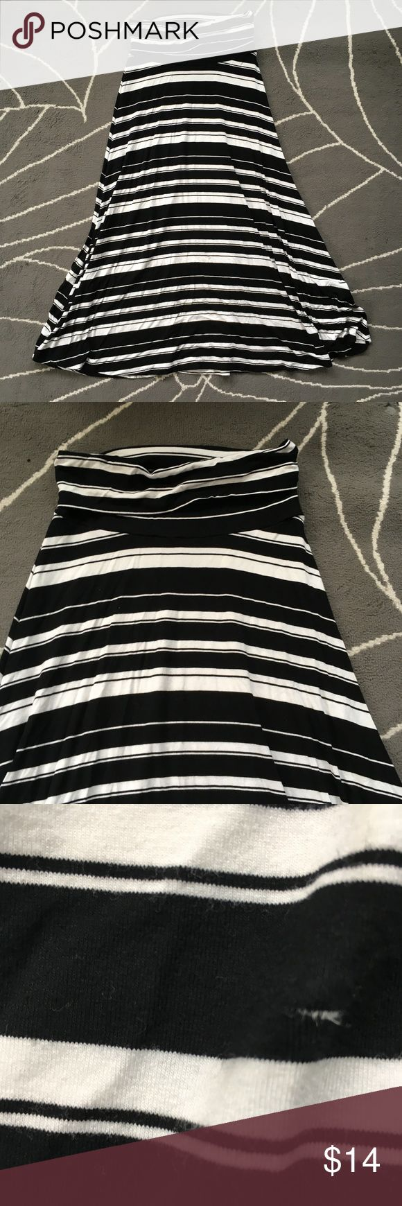 Black and White Stripped Maxi Skirt Cute skirt, no brand tag. Fits like a M-L. Stretchy and comfy - offers welcome! No Brand Skirts Maxi