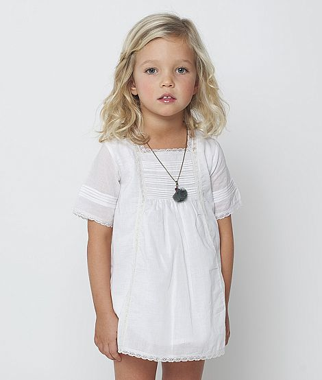 A flawless, chic flower girl dress. Love. Vestido antiguo encajes crudo #girls #fashion