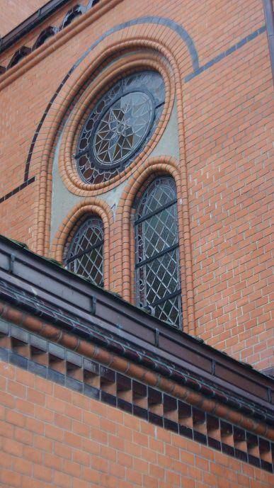 bilde av runde og bued vinduer i Vår frelser