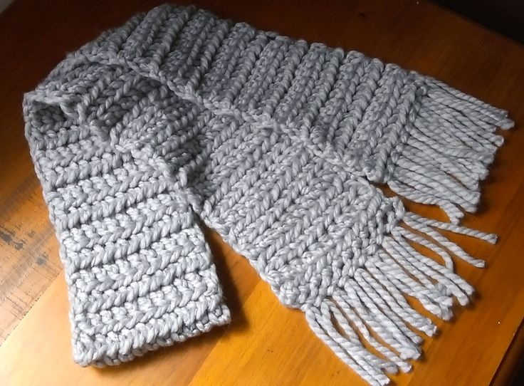 Chunky scarf in light grey.