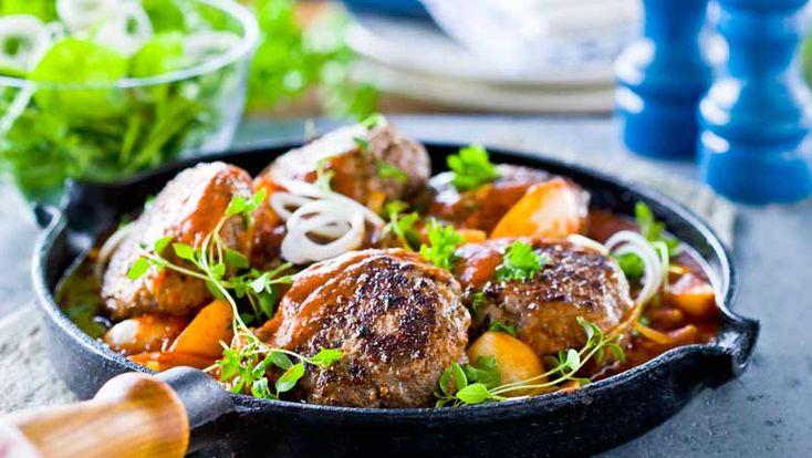 Köttfärsbiffar med bacon och ädelost – recept | Allers