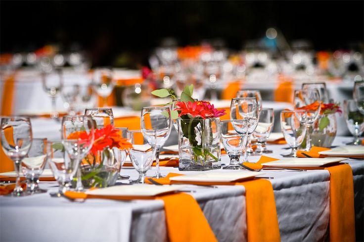 <p>Mustiga färger, glödande höstlöv och lite kyla i luften. Här är inspirationen till ditt höstbröllop!</p>