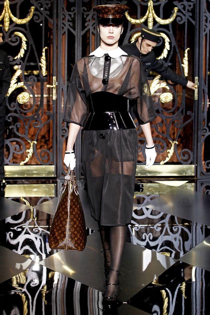Sfilata Louis Vuitton Paris - Collezioni Autunno Inverno 2011/2012 - Vogue
