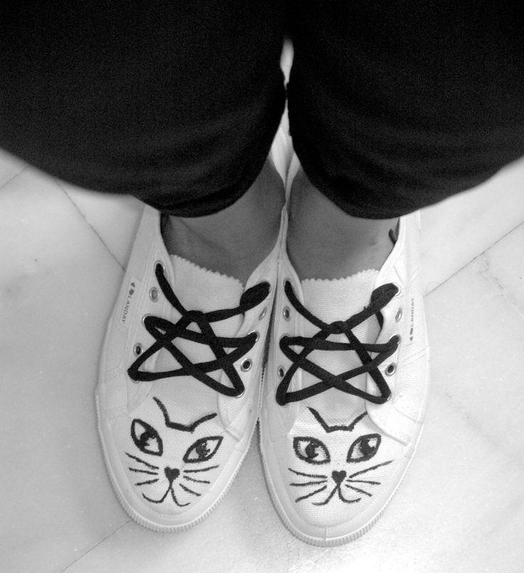 Scarpe in tela, disegno gatto, lacci stella.