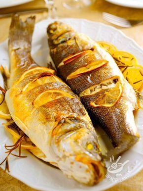 Quando si accosta il sapore del mare agli aromi degli agrumi, il risultato è sempre un mix profumatissimo. Il Branzino all'arancia è irresistibile!