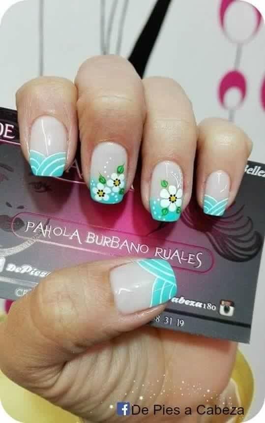 uñas frances verde, turquesa flores blancas