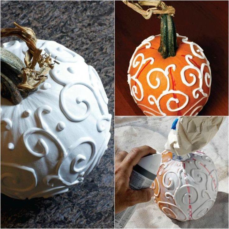 comment décorer la citrouille d'Halloween avec de la peinture blanche et des ornements 3D en peinture relief