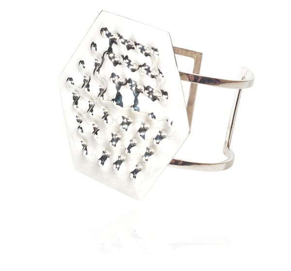 Enrico Castellani, Superficie, 2012, Bracelet - Or blanc, 6,7 x 6,6 cm, Edition de 12  Coll. Diane Venet