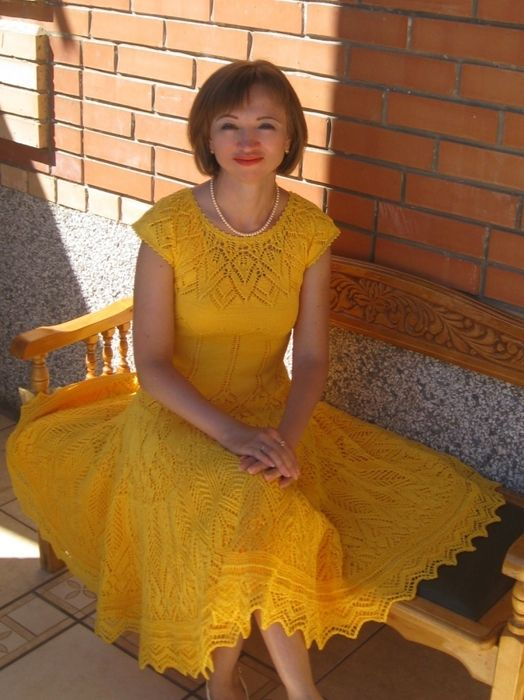 Ажурное желтое платье