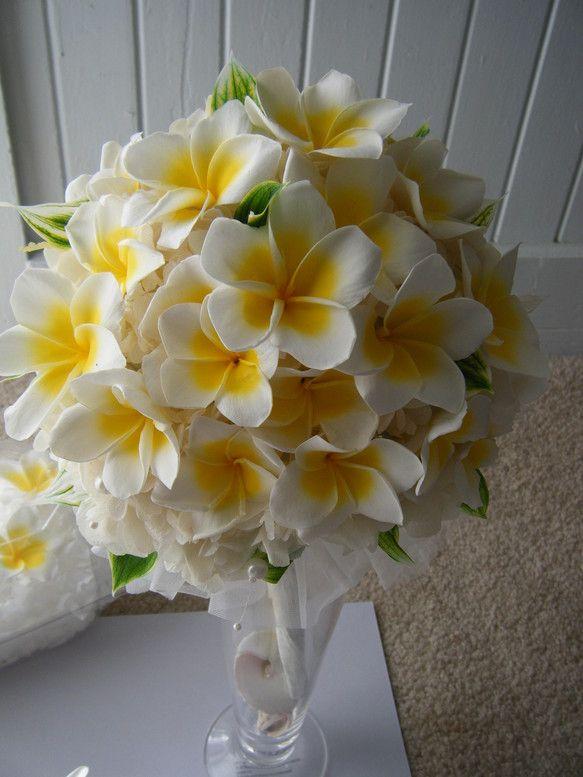 数年楽しめる本物のお花「プリザーブドフラワー・プルメリア」でアレンジしたラウンドブーケです。日本はもちろん海外挙式でもお使いいただけます。 (専用箱入り)お揃...|ハンドメイド、手作り、手仕事品の通販・販売・購入ならCreema。
