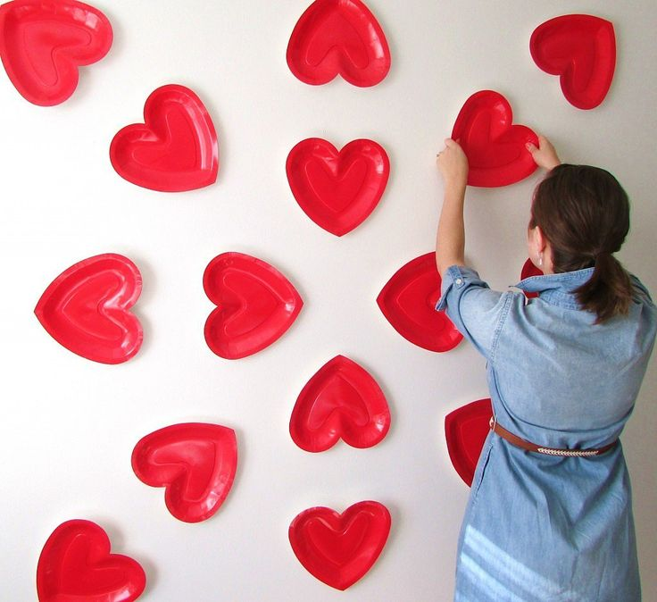 Here's how to make your own heart backdrop for an adorable photo session with your gal pals.  Image Source:...
