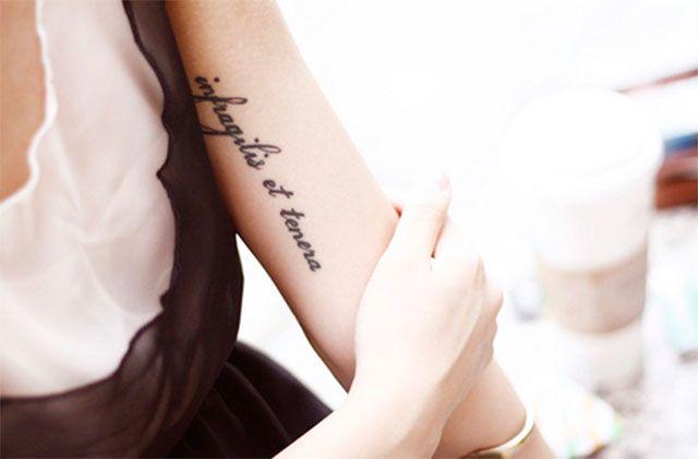 Les 25 meilleures id es de la cat gorie tatouages de citations latines sur pinterest tatouage - Phrase a tatouer ...