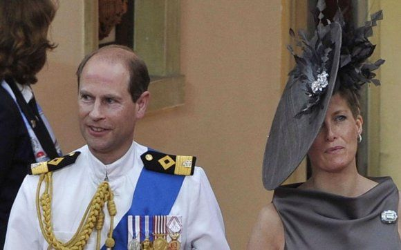 What on earth does the countess of Wessex do with a record on the side of her head? Is she closed off for contact or communication with the earl of Wessex? Or is she telling him a fib?