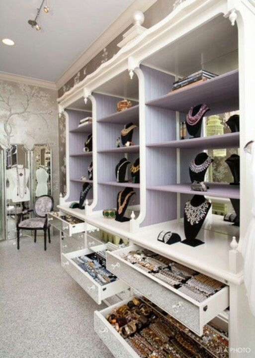 love this luxury closet